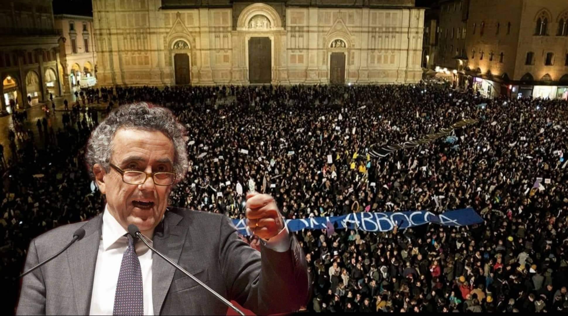 Calabritto sul palco delle Sardine a Bologna