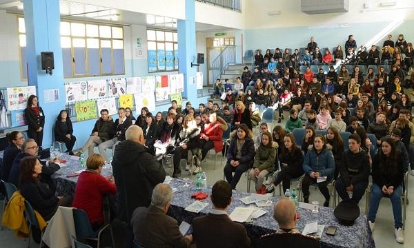 Bullismo, lezione alla scuola media di Lioni: 'Didattica è ascolto'
