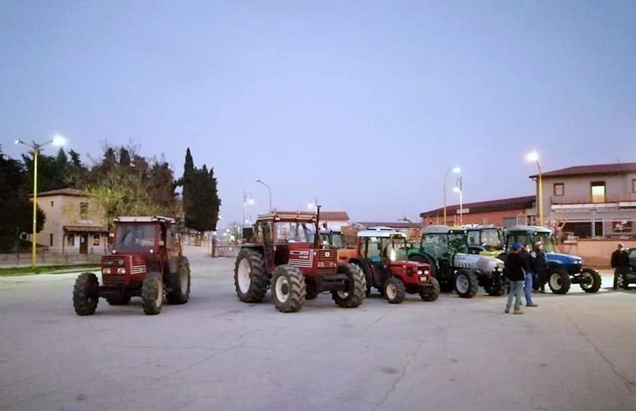Torella dei Lombardi, le aziende agricole all'opera per la disinfezione