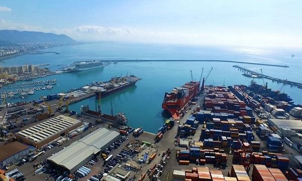 Rifiuti irpini respinti in Bulgaria: scatta il sequestro nel porto di Salerno