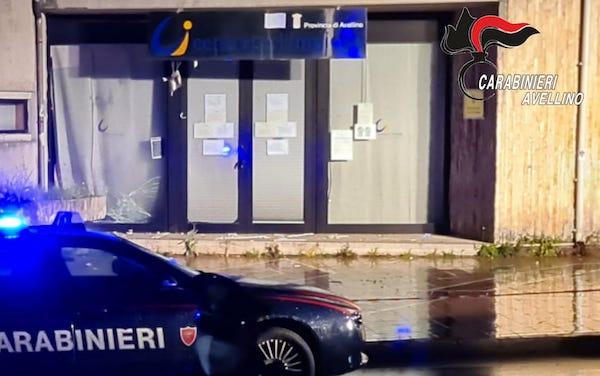 Bomba al centro per l'Impiego di Avellino, De Luca: 'Atto gravissimo'