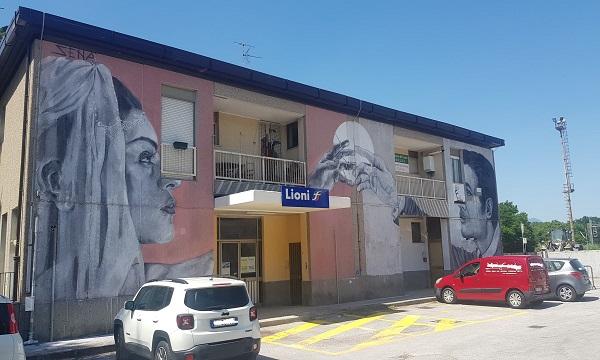 Street art a Lioni, i 'Legami' alla stazione firmati da Sena