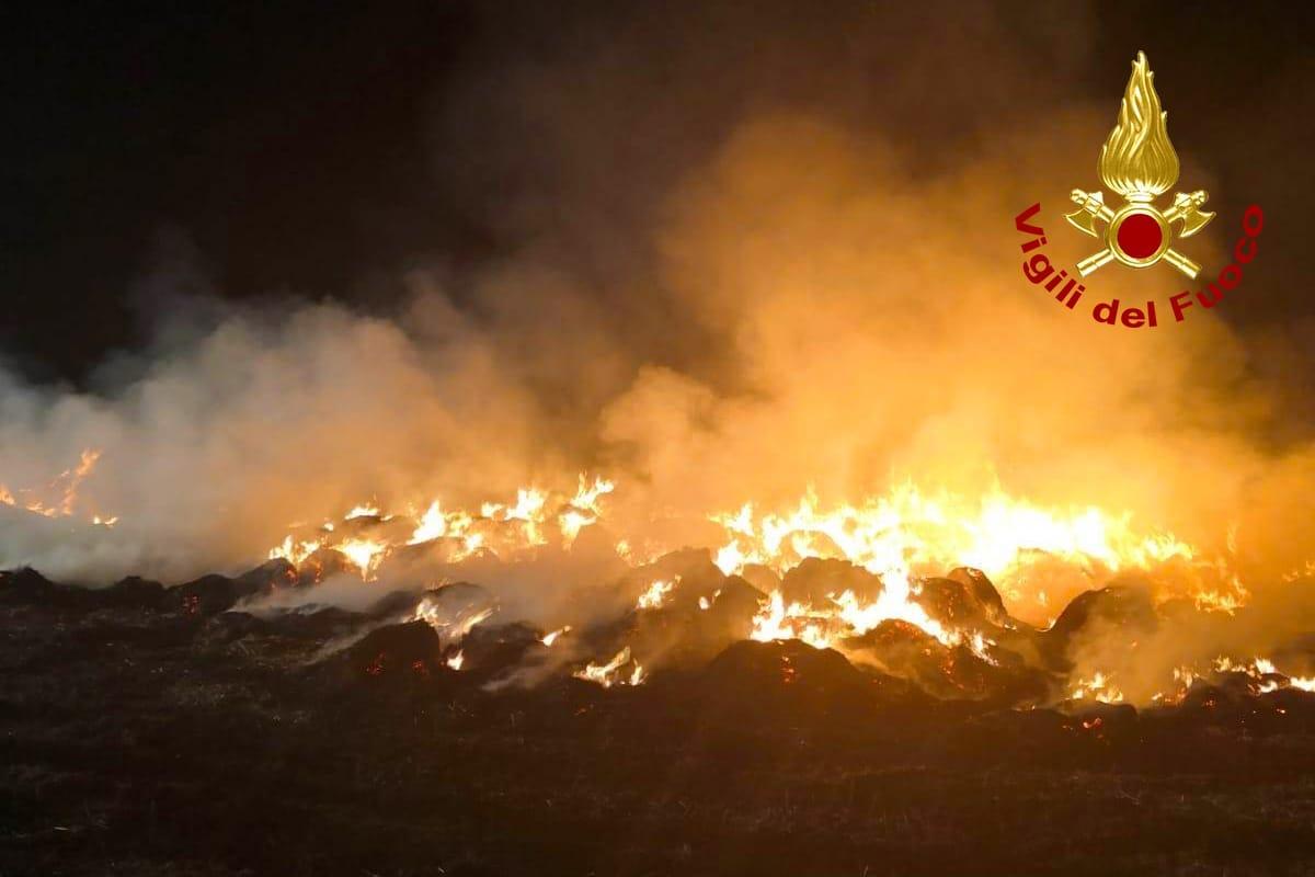 Incendio a Sant'Angelo dei Lombardi, indagini in corso