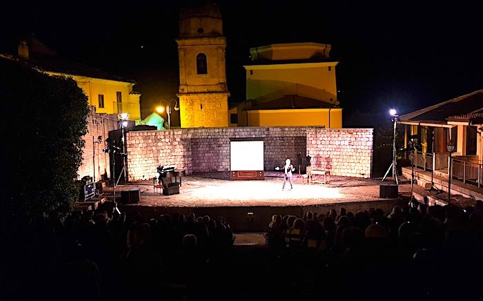 Le notti di Sant'Andrea di Conza, Teatro di coraggio