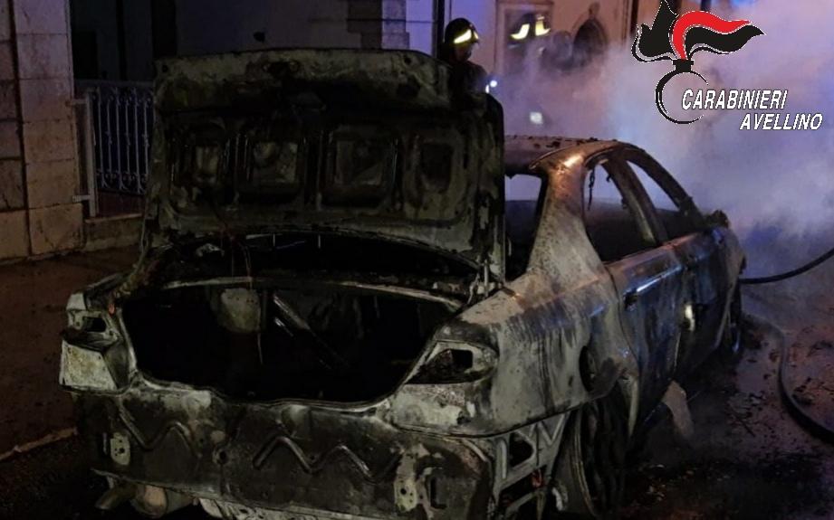 Gesualdo: auto a fuoco nella notte, indagano i carabinieri