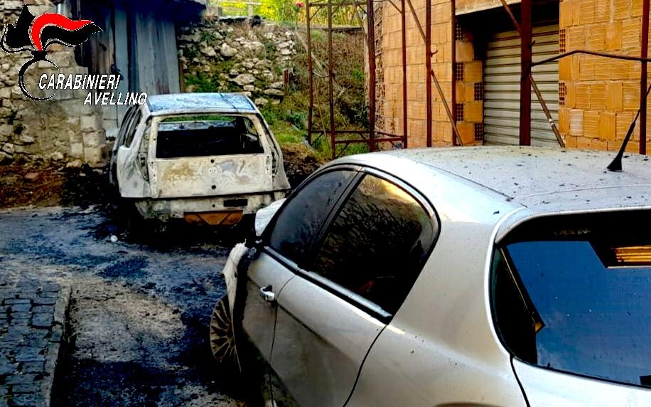 Volturara Irpina, all'alba due auto tra le fiamme
