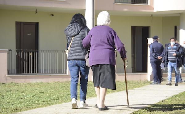 Montella assegna 17 case popolari, il sindaco: 'Ora via i prefabbricati'