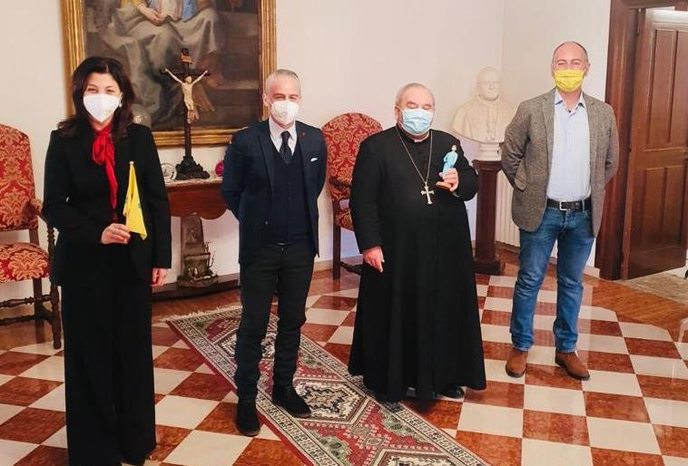 L'infermiera del presepe, il dono di Confartigianato ai vescovi irpini