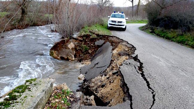 Fiumi in piena, smottamenti: danni da Montella a Cervinara
