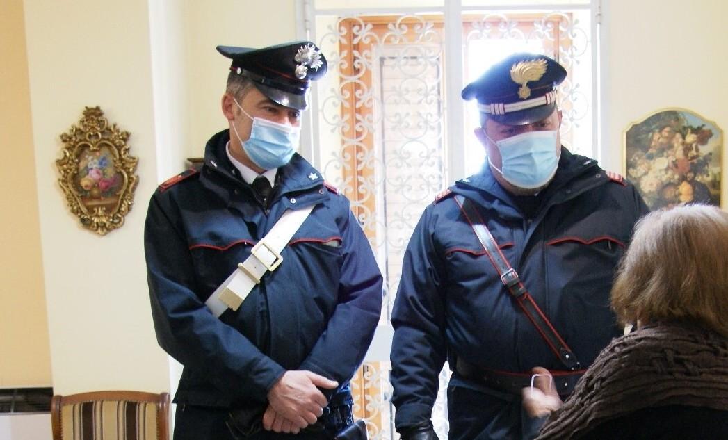 Sant'Angelo dei Lombardi, i carabinieri soccorrono un'anziana sola e al freddo