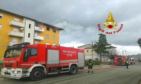 Lacedonia, a fuoco un appartamento: famiglia in salvo