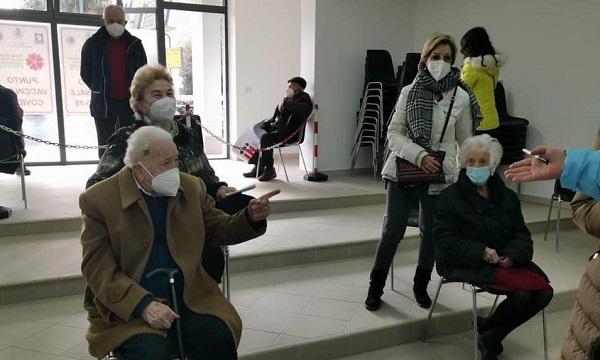105 e 107 anni: gli irpini più anziani vaccinati a Mirabella