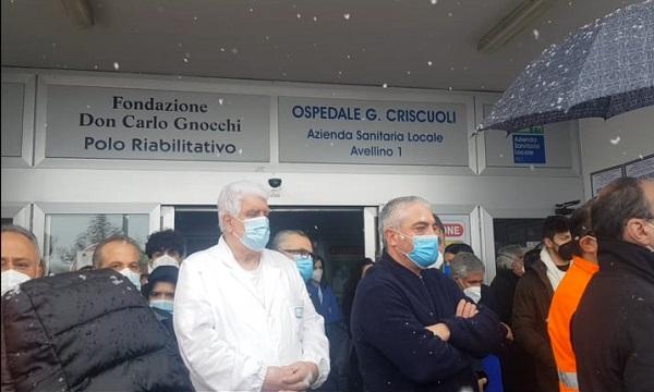 Il lungo applauso a Frieri, l'ospedale saluta il suo direttore