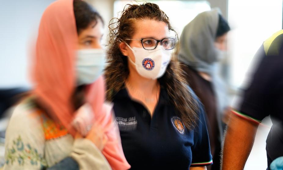Fontanarosa ospiterà una famiglia afghana, a Napoli proseguono le vaccinazioni